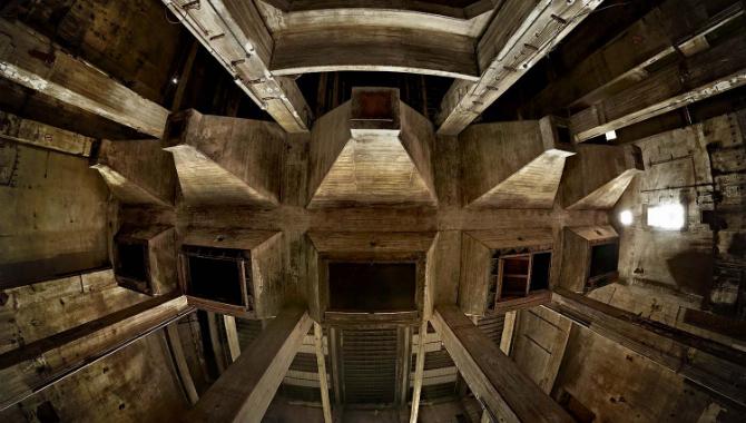 """Schlackehalle am Berghain © Frederik Schulz (Titel """"Kubus Sound"""" 2012)"""