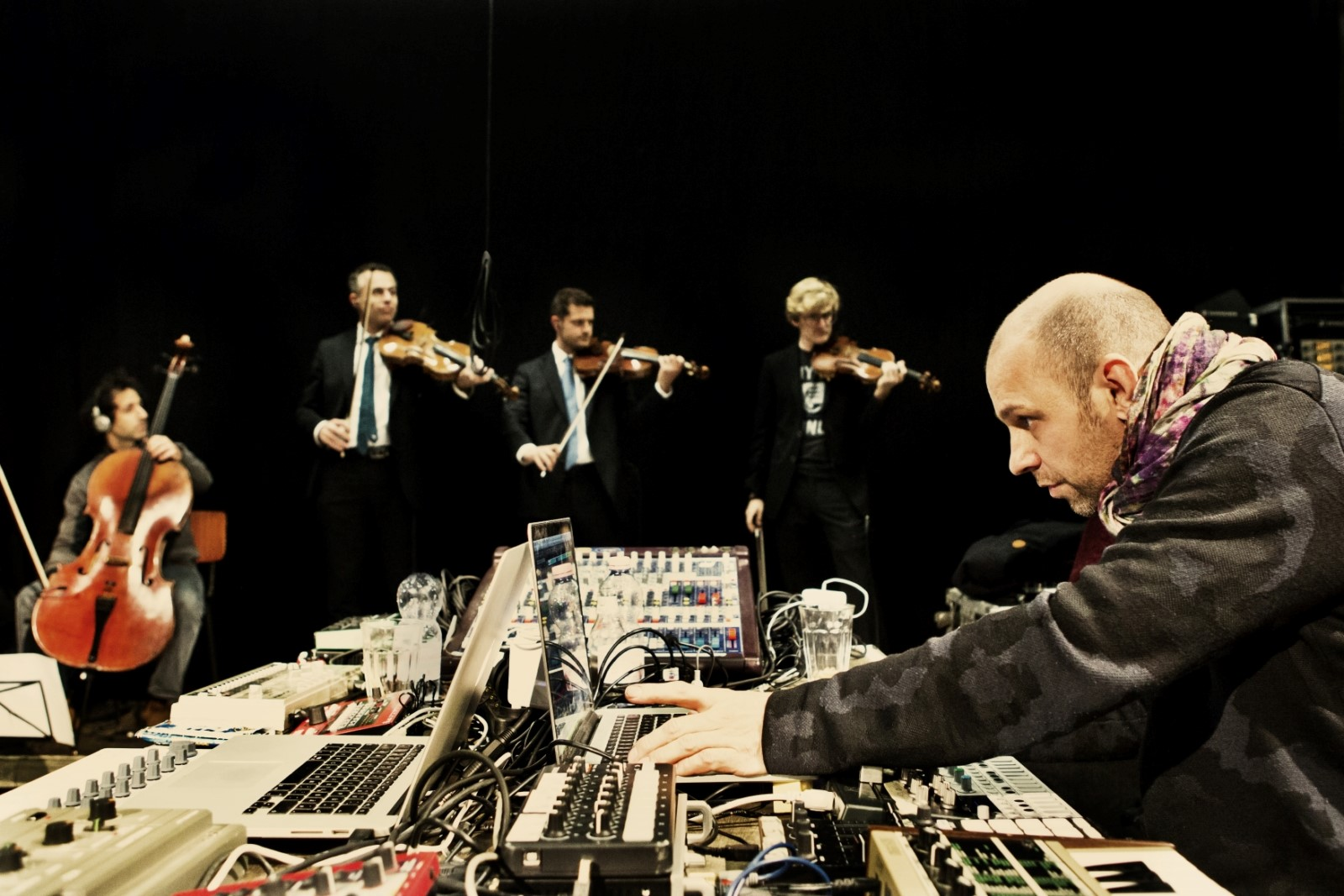 Henrik Schwarz und das Alma Quartet stellen am Mittwoch im Kesselhaus »Plunderphonia« vor.